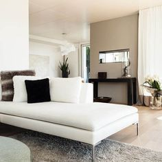 Most used interior wall paint colors Decoration One of the important issues for enthusiasts is undoubtedly the interior paint colors. In this article,. Beige Wall Colors, Wall Paint Colors, Beige Walls, Paint Colors For Home, House Colors, Bold Colors, Luz Natural, Home Staging, Interior Walls
