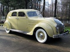 Vintage Motor Cars :: 1934 Chrysler Airflow Model CU town sedan