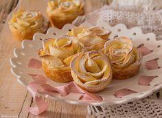Oggi prepariamo le rosette di sfoglia con le mele,dolcetti deliziosi e velocissimi da realizzare, che piaceranno a tutti e molto carine da presentare.