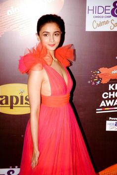 13 Unseen Photos of Alia Which Shows Her Craziness In Bollywood Industry Bollywood Actress Hot Photos, Bollywood Girls, Beautiful Bollywood Actress, Most Beautiful Indian Actress, Bollywood Celebrities, Bollywood Fashion, Beautiful Actresses, Hindi Actress, Beautiful Ladies