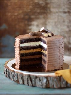 Chocolate cake with vanilla and salted caramel cream Chocolate Cake, Cake Recipes, Vanilla, Cream, Baking, Boyish, Food, Cakes, Colors