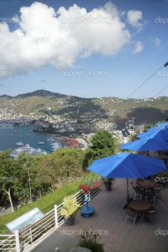✮ The caribbean island of St. Thomas - view of Charlotte Amalie and harbour from Paradise Point