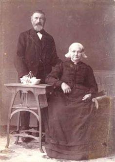 Portret van (waarschijnlijk) Sjirk Johannes Douma en zijn vrouw Fokeltje Pieters Schuurmans, circa 1905.