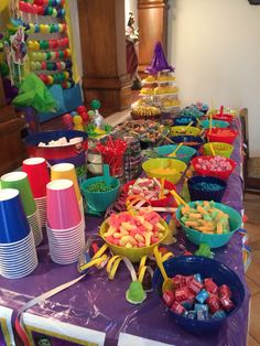 Easy DIY Movie Night Food Ideas at Home with the Kids Check ou. - Easy DIY Movie Night Food Ideas at Home with the Kids Check out these awesome mov - Sleepover Snacks, Fun Sleepover Ideas, Movie Night Snacks, Sleepover Birthday Parties, Girl Sleepover, Movie Night Party, 18th Birthday Party, Birthday Party For Teens, Night Food