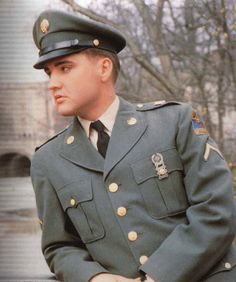 You would never see a music and Hollywood Icon like Elvis  being so selfless and volunteering his life for his country in the world this day and age.