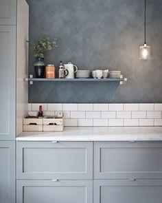 5 Outstanding ideas: Cozy Minimalist Home Loft minimalist interior simple spaces.Minimalist Kitchen Design Farmhouse Sinks rustic minimalist home storage.Rustic Minimalist Home Decor. Kitchen Interior, New Kitchen, Kitchen Dining, Kitchen Decor, Kitchen Grey, Kitchen Paint, Minimal Kitchen, Kitchen Cabinets, Kitchen Tiles
