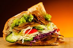Is there anything more German than a big,fatty,juicy Doner Kebab Breakfast Dishes, Breakfast Recipes, Naan, Doner Kebabs, Healthy Snacks, Healthy Eating, Tasty Bites, Mets, Food Blogs