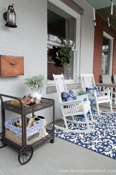 Porches Patio Ideas to Make Beautiful Home Exterior. Genius Porches Patio Ideas to Make Beautiful Home Exterior. 48 Stunning Porches Patio Ideas to Make Beautiful Home White Rocking Chairs, Small Front Porches, Screened Porches, Front Deck, Building A Porch, Farmhouse Front, Farmhouse Decor, Cottage Farmhouse, Farmhouse Ideas