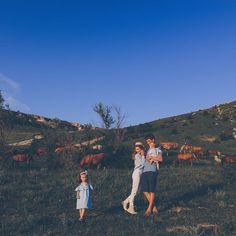 Безумная красота Крыма покоряет многих.  Фотограф @mashakasilova  #миниесения #3года #минивасилина #10месяцев #фотографСПб #топфотограф #family #familyphoto #horses #mountain Family Photos, Grand Canyon, Nature, Travel, Family Pictures, Naturaleza, Viajes, Family Photo, Destinations