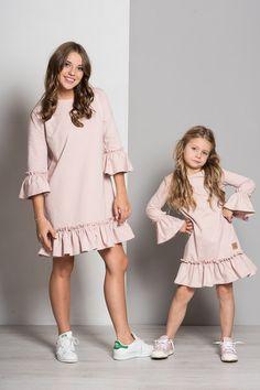 Mama a dcéra / set šaty mama a dcéra butterfly - púdrovo ružové Mom And Baby Outfits, Kids Outfits, Mom Dress, Baby Dress, Vestidos Teens, Stylish Dresses, Women's Fashion Dresses, Baby Girl Fashion, Kids Fashion