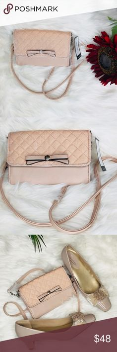 Nine West (Full Of Sparkle)  Women's crossbody bag Nude classy chic bag. Wardrobe favorites.  Condition- new with tag Nine West Bags Crossbody Bags