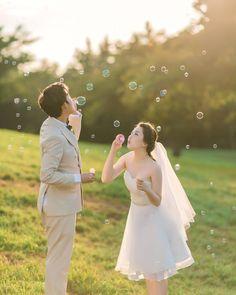 비눗방울 불기 좋은 시간☘ . . 하반기 촬영은 11월부터 예약 가능합니다. (주말마감) 촬영문의-010 9273 0267 #창원 #부산 #럽스타그램 #제주여행 #웨딩촬영 #제주맛집 #거제도 #맞팔 #wedding Indian Wedding Couple Photography, Wedding Couple Poses, Wedding Photography Styles, Couple Photography Poses, Couple Shoot, Pre Wedding Shoot Ideas, Pre Wedding Photoshoot, Wedding Story, Pre Wedding Photography