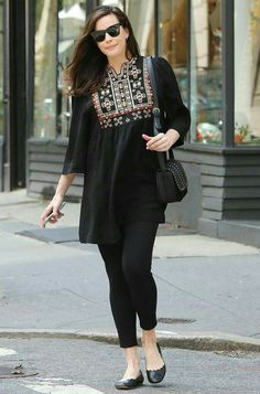 Liv Tyler Glows in All-Black Outfit Three Weeks After Giving Birth Pakistani Fashion Casual, Pakistani Dresses Casual, Indian Fashion Dresses, Pakistani Dress Design, Indian Designer Outfits, Designer Dresses, Stylish Dresses For Girls, Stylish Dress Designs, Latest Outfits