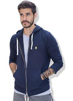 O Moletom Blue Code faz parte da coleção de inverno 2017 da QQY, a Is.Cool Collection. Moletom masculino com zíper, capuz e bolsos, muito estiloso, confortável, protege do frio e mantém a incrível sensação de leveza.