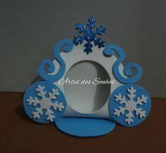 Porta Bombom com tema de Frozen confeccionado em E.V.A Porta Bombom Frozen com 12cm x 14cm. Obs.: Bombom não acompanha o produto e o valor é referente a unidade do produto. Faço em qualquer cor