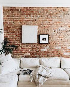 exposed brick wall in the living room. muro in mattoni a vista nel salotto White Brick Walls, Exposed Brick Walls, Exposed Brick Apartment, Living Room Ideas Exposed Brick, White Bricks, Red Bricks, Brick Interior, Interior Design, Interior Brick Walls