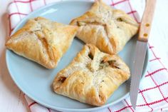 Christmas recipe: puff pastry packages with chicken – Lekker en Simpel – Kerst Pastry Display, Puff Pastry Recipes, Puff Recipe, How To Cook Ham, Shortcrust Pastry, Breakfast Pastries, Spinach And Feta, Sweet And Salty, Sweet 16