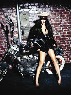 Blackout Promoshoot by Ellen von Unwerth (2007)
