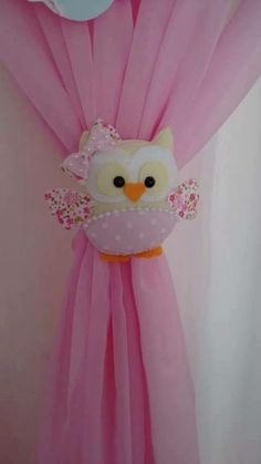 45 Funny and Cute Christmas Decorating Ideas 2018 Fabric Crafts, Sewing Crafts, Sewing Projects, Projects To Try, Curtain Holder, Curtain Ties, Curtains, Owl Crafts, Diy And Crafts