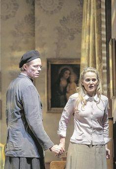 """Vergessener Opernhit: Mari Eriksmoen (neben Topi Lehtipuu) bei den Proben zu Paisiellos """"Barbiere di Siviglia""""."""