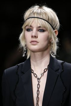 Versace Fall 2016 Ready-to-Wear Fashion Show Details
