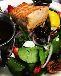 Californos Spinach & Berry Salad with candied pecans, grilled salmon, goat's cheese and balsamic vinaigrette really hits the spot for lunch!