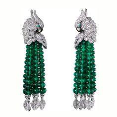 """Pendientes """"Les oiseaux libérés"""" de la firma Cartier realizados en oro blanco de 18 quilates y engastado de diamantes y esmeraldas. Esta caída de bolas de esmeraldas le da movimiento a esta preciosa creación. #finejewelry #finejewellery #altajoyeria #pendientes #earrings #oro #gold #titanio #verde #green #emerald #esmeralda #diamond #diamonds #diamante #diamantes #ruby #rubi #sapphire #zafiro #cute #love #fashion #cartier"""