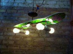List of top 15 easy DIY Home Decor projects cool skateboard light Skateboard Light, Boys Skateboard Room, Skateboard Shelves, Skateboard Furniture, Skateboard Parts, Skateboard Wheels, Skateboard Decks, Diy Home Decor Projects, Boy Room