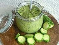 zucchini pesto (in czech) - La Cuoca: Delikátní pesto z cukety Vinegar Weight Loss, Weight Loss Juice, Weight Loss Water, Weight Loss Meal Plan, Weight Loss Smoothies, Creme, Best Weight Loss Shakes, Low Carb Recipes, Healthy Recipes