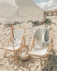 Business Pleasure Co. Beach Aesthetic, Summer Aesthetic, Beach Trip, Beach Day, Summer Vibes, Summer Fun, Deco Surf, Beach Umbrella, Beach Picnic