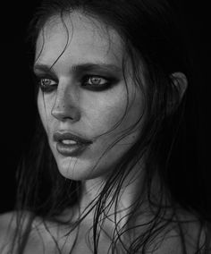 Emily DiDonato pose in wet hair look for Narcisse Magazine Spring-Summer 2017 Emily Didonato, Black And White Portraits, Black And White Photography, Best Beauty Tips, Beauty Hacks, Black Lipstick Look, Beauty Photography, Portrait Photography, Good Beauty Routine