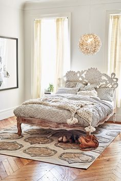 Boho chic interior design options for the free spirited. See cool looking Bohemian style furniture to give have your room make a lasting impression. Home Bedroom, Bedroom Decor, Dream Bedroom, Bedroom Furniture, Design Rustique, Chevron Bedding, Deco Design, Interior Exterior, Home Decor Ideas