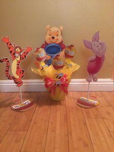 This listing Js only for the Extra large Winnie the Pooh centerpiece, in Ceramic pot The Image is over 15 tall cutout of of wood. Total Centerpiece height is ver 2 feet tall! perfect for any table. Candy Centerpieces Comes with 5 Marshmallow sticks More can be added if youd like just contact us. Additional Marshmallows are $1.85 Each Dont like the box? We can create a different design for you. Color modifications of 3+ centerpieces are free. Under 3 centerpieces color modifications are…