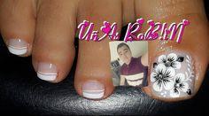 La imagen puede contener: una persona, primer plano y texto Pedicure Nails, Manicure, Nail Colors, Color Nails, Feet Nails, Toe Nail Designs, Christmas Nails, Pretty Nails, Hair And Nails