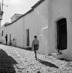 Artur Pastor. Arquitetura, Motivos do Sul. Décadas de 50 e 60. Photographic Film, Painted Clay Pots, Black White Art, Algarve, Portuguese, Prague, Old Photos, It Cast, Architecture