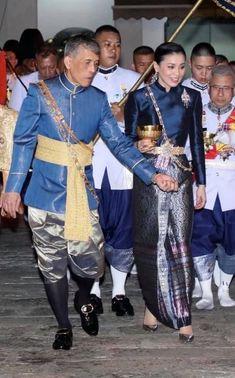 Thailand Princess, King Thailand, Thai Traditional Dress, Traditional Outfits, King Rama 10, Thai Dress, Great King, Royal Jewelry, Thai Style