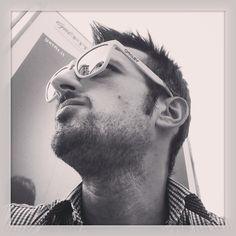 #buon_pomeriggio #milan #milano #city #città #it #italy #italia #piazza #argentina #io #sunglasses #oakley #occhiali #attesa #instaplace #instagram #kiss #kiss #amici #friends #bianco #nero