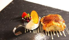 Tostada de pan brioche caramelizada con helado de lima y crujiente de naranja. Solana Restaurante, Ampuero  | Cantabria | Spain