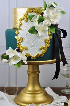 Want to create a lavish & chic fondant frame for your next cake design? Here's how!