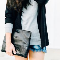 Sleek & Simple @thefashannmonster #minskatlea #minimalism #blackbag #blackleather #clutch #croc #denim #fashion #streetstyle #instastyle #danishdesign #itbag #italianleather #blogger #fashioninspo #fashionblogger #minskatcopenhagen #beautiful