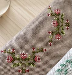 Cross Stitch Embroidery, Cross Stitch Patterns, Floral Tie, Flowers, Design, Men's, Punto De Cruz, Dots