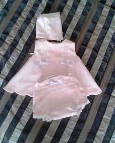 conjunto niña rosa , vestido bebé y capota , vestido niña y ranita , conjunto 3 piezas bebé , conjunto de recién nacida , ropa bebé a mano by pitufos on Etsy