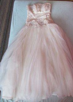 735708f06071 Nádherné bílé plesové příp. i svatební šaty