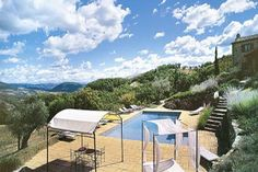 A private villa for rent in Umbria, Italy? Yes please.