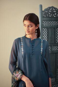 Order content my whatsapp number 7874133176 Churidar Designs, Kurta Designs Women, Pakistani Dresses Casual, Pakistani Dress Design, Kurta Patterns, Kurti Embroidery Design, Kurta Neck Design, Designs For Dresses, Mode Hijab