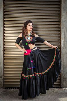 In this post, you can find many best Navratri Dress Images and Navratri Outfit. Choli Designs, Lehenga Designs, Choli Blouse Design, Saree Blouse Designs, Garba Dress, Navratri Dress, Lehnga Dress, Navratri Garba, Ghagra Choli
