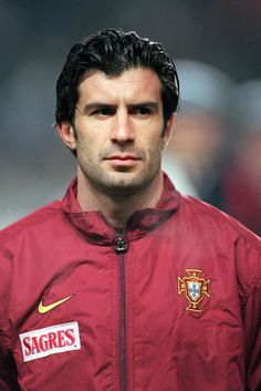 Luís Filipe Madeira Caeiro Figo is a retired Portuguese footballer. He played as a winger for Sporting CP, FC Barcelona, Real Madrid, and Internazionale before retiring from football on 31 May He won 127 caps for the Portugal national football team. Football 2018, Football Icon, World Football, Soccer World, Football Soccer, Retro Football, Portugal Fc, Portugal Soccer, Football Hairstyles