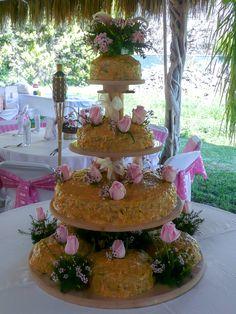 Pastel de boda de Yanelí y Oscar: de chocolate con una cubierta cremosa con coco