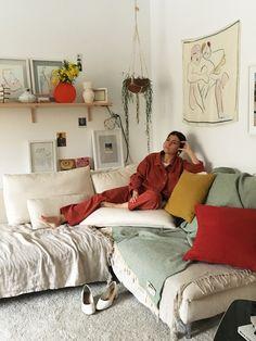 Hablamos con Paloma Lanna, la mente creadora de Paloma Wool, un proyecto personal que nació hace tres años como un trinomio perfecto y experimental entre moda, arte y fotografía. Prendas de edición limitada que abanderan creatividad y libertad, erigidas desde la sensibilidad artística de sus pensadoras, y partiendo siempre desde la sostenibilidad y la artesanía. ¿Quién es …