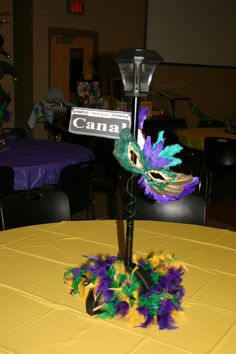 New Orleans street sign centerpieces with solar garden lights YES benefit idea – Mardi Gras New Orleans Party, New Orleans Mardi Gras, New Orleans Wedding, Mardi Gras Centerpieces, Mardi Gras Decorations, Banquet Decorations, Balloon Centerpieces, Balloon Decorations, Mardi Gras Outfits